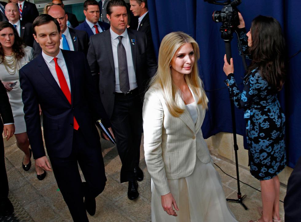 איוונקה טראמפ בטקס פתיחת השגרירות: חצאית במחיר 6,016 שקל וז'קט במחיר 6,728 שקל - שניהם של ראלף לורן (צילום: AFP)