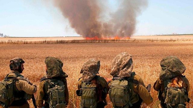 """Пожары от """"горящих змеев"""". Фото: AFP (Photo: AFP)"""