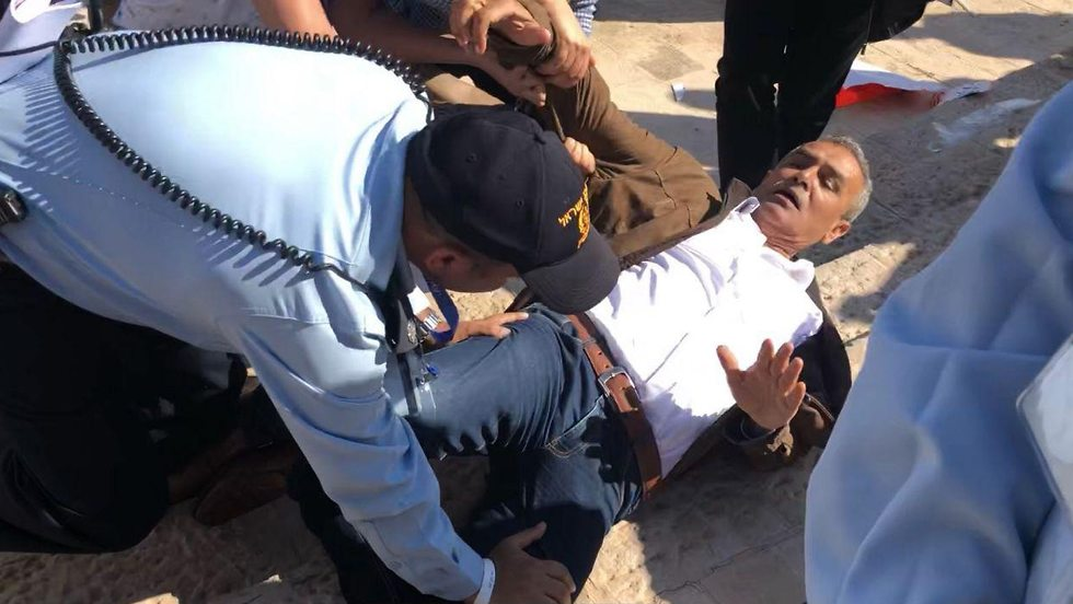 MK Zahalka fending off police