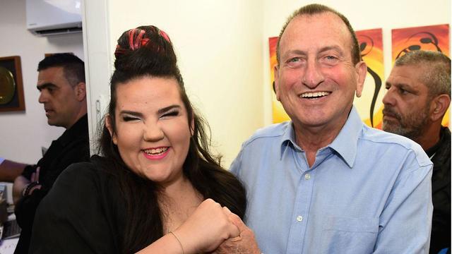 Eurovision winner Netta Brazilai with Tel Aviv Mayor Huldai (Photo: Kfir Sivan)
