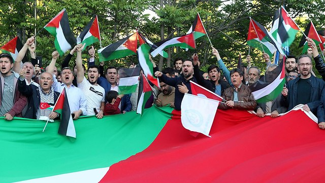 A protest rally outside the Israeli ambassador's Ankara residence (Photo: AFP)
