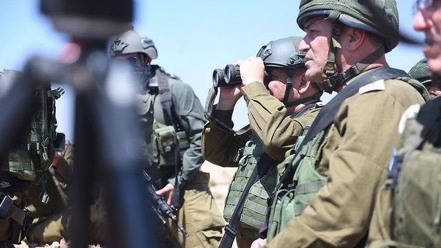 Глава генштаба Гади Айзенкот на границе. Фото: пресс-служба ЦАХАЛа