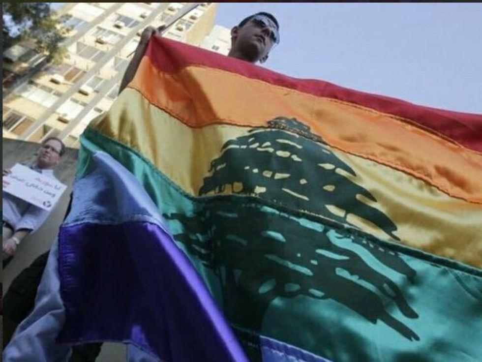 דגל לבנון מעוטר בצבעי הגאווה (צילום: טוויטר)