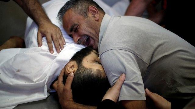 אביו של שאחר אל מאדחון פלסטיני שבנו נהרג עזה עימותים עם צה
