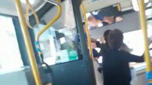 נהג אגד מותקף על ידי נוסעים בעיר נשר ()