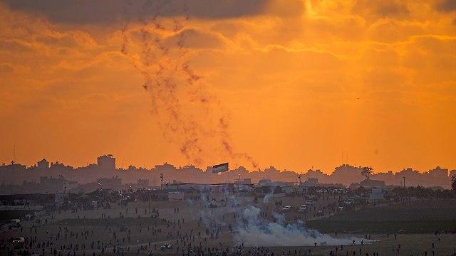 מפיגנים פלסטינים גבול רצועת עזה (צילום: AP)