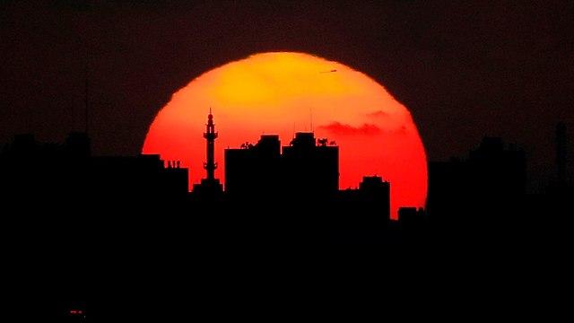 שקיעה ב עזה (צילום: AFP)