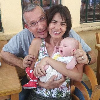 """זוארץ, אמה והבעל משה לבקוביץ, בתמונה שהעלתה לאינסטגרם מיד לאחר הלידה. """"הוא היה בעננים"""""""