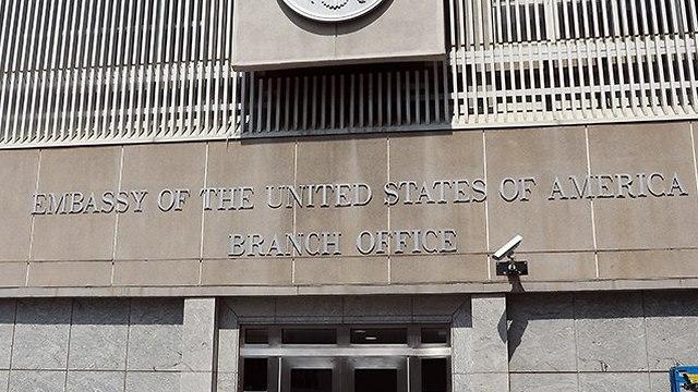 שינוי שלט ב שגרירות ארה