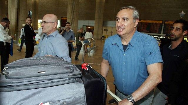 שגריר ישראל טורקיה איתן נאה שדה התעופה איסטנבול בידוק גירוש  (צילום: יריב כץ)
