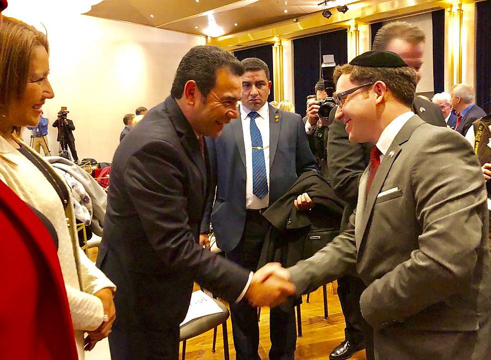הרב יוסף גרמון עם הנשיא מוראלס ()