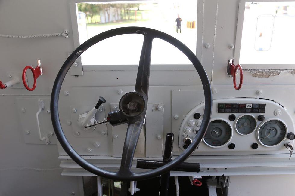 אוטובוס משוריין, הר הצופים 1948 (צילום: מוטי קמחי)