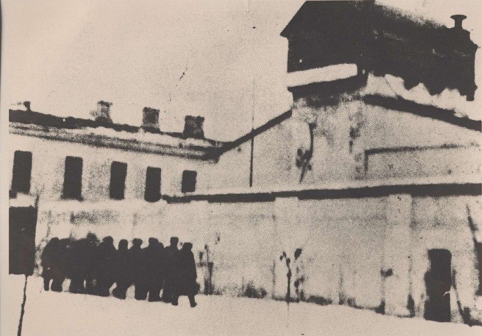 עצירים במחנה 7 מורדוביה (צילום: יוסף שניידר, באדיבות ארכיון הספריה הלאומית)