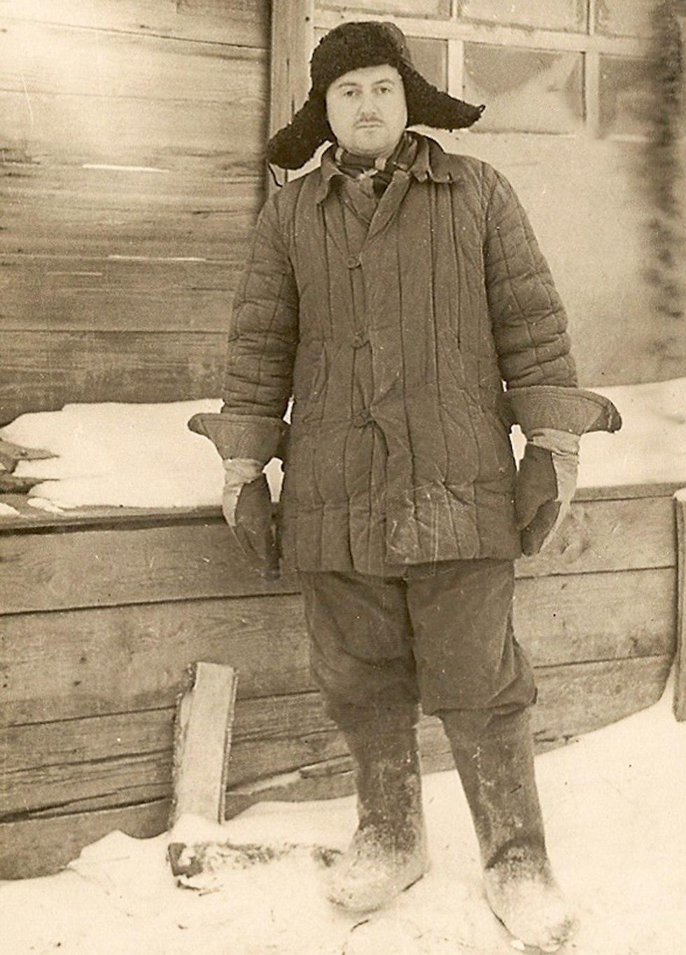 אסיר במחנה 7 במורדוביה (צילום: יוסף שניידר, באדיבות ארכיון הספריה הלאומית)