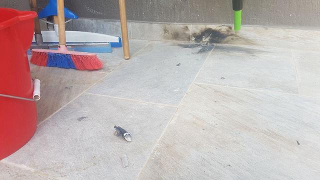 בניין שנפגע מירי מקלעים מרצועת עזה בשדרות ()