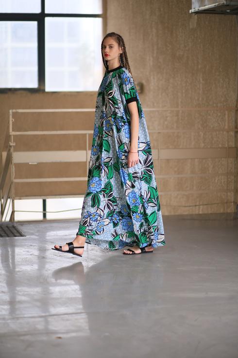 """""""גילינו שנשים מרגישות נוח בתוך וואן סייז, כי לא ממתגים אותן והמידה הופכת ל'נון אישו'. זה משחרר אותך"""". שמלה של סטלה אנד לורי (צילום: אסף ליברפרוינד)"""