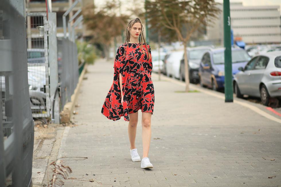 """""""אנחנו אוהבות את הרעיון שאנחנו לא זארה או H&M, ושכל בגד שלנו נראה אחרת על מבני גוף שונים. אנחנו מאמינות שהאדם מביא את הביטוי לבגד והבגד הוא רק הכלי לביטוי אישי"""" (צילום: אסף ליברפרוינד)"""