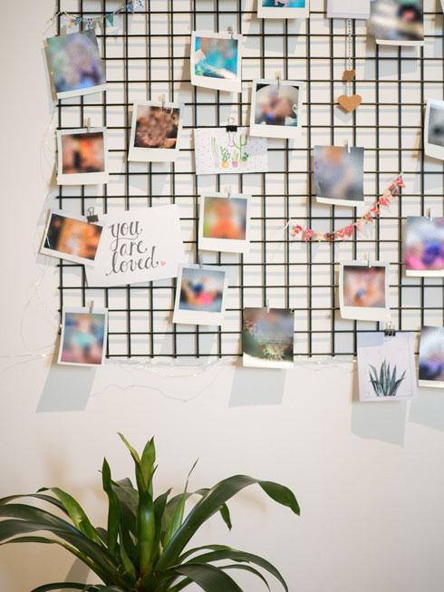 רשת ברזל לתליית תמונות משפחתיות בעבודת יד (צילום: נגה שחם פורת)