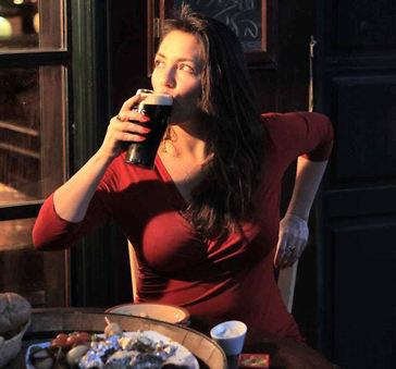 """הילה אלפרט: """"את כוחו המענג של האוכל הכרתי רק בבית של סבתא, אימא של אימא, שניהלה יופי של מטבח מרוקאי בירושלים"""" (צילום: איתיאל ציון)"""