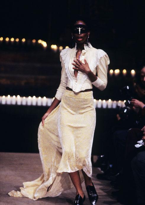 קולקציית Dante לסתיו-חורף 1996-97, שעליה עבדה דנן עם מקווין (צילום: rex/asap creative)