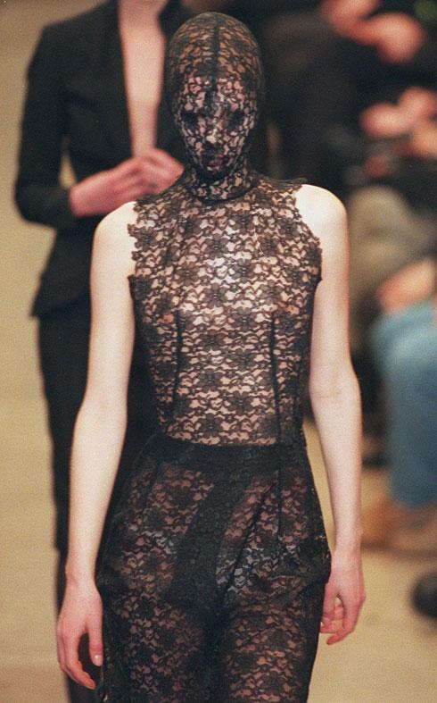 """תצוגת האופנה של קולקציית """"דנטה"""" (צילום: AP)"""