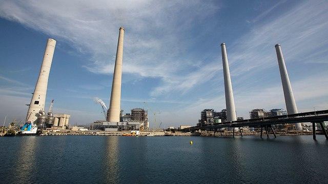 ארובה ארובות תחנת כוח אורות רבין חברת החשמל חדרה (צילום: רויטרס)