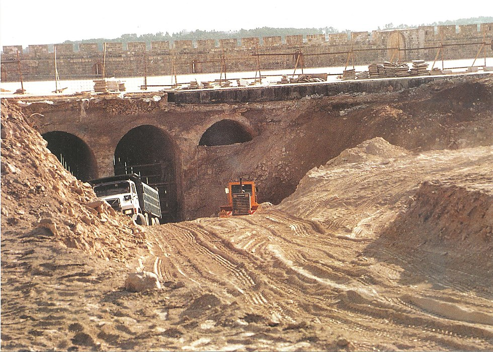 The 1999 Islamic Waqf dig that led to the project's formation (Photo: Israel Police)