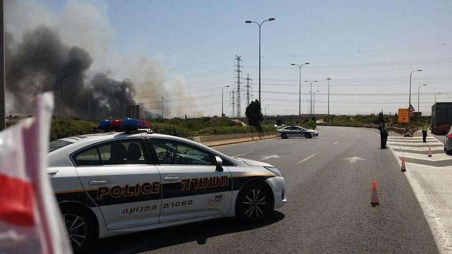 מחסום של המשטרה בעקבות שריפה (צילום: דוברות המשטרה)
