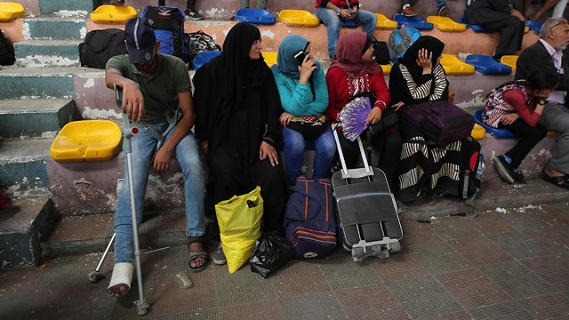 Palestinians at the Rafah border crossing (Photo: AFP)