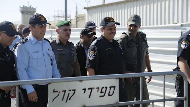 רוני אלשיך ורוני הלוי בכותל (צילום: דוברות המשטרה)