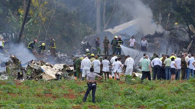 אתר התרסקות המטוס (צילום: AFP)