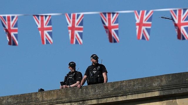 קהל ברחובות וינדזור בריטניה מחכה ל חתונה הנסיך הארי מייגן מרקל (צילום: רויטרס)
