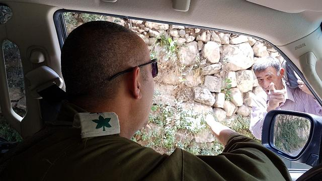 Col. Cohen on a tour of Hebron. 'We work on accuracy and differentiation'  (Photo: Yoav Zitun)
