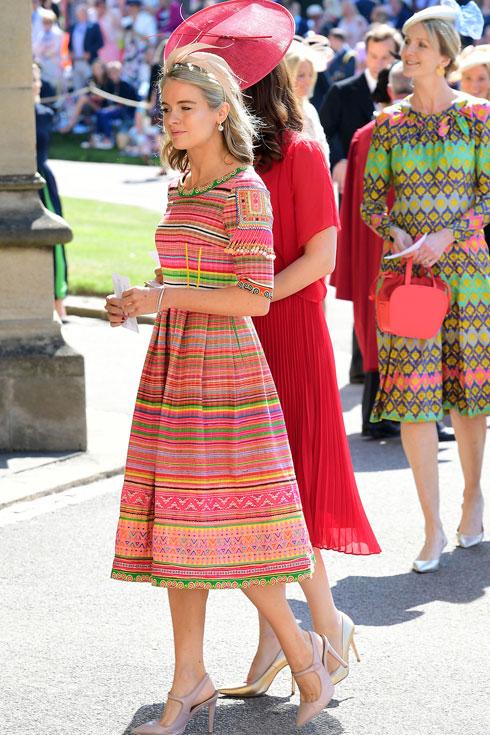 קרסידה בונאס, האקסית של הנסיך הארי, מגיעה לחתונה בשמלת פסים צבעונית (צילום: GettyimagesIL)
