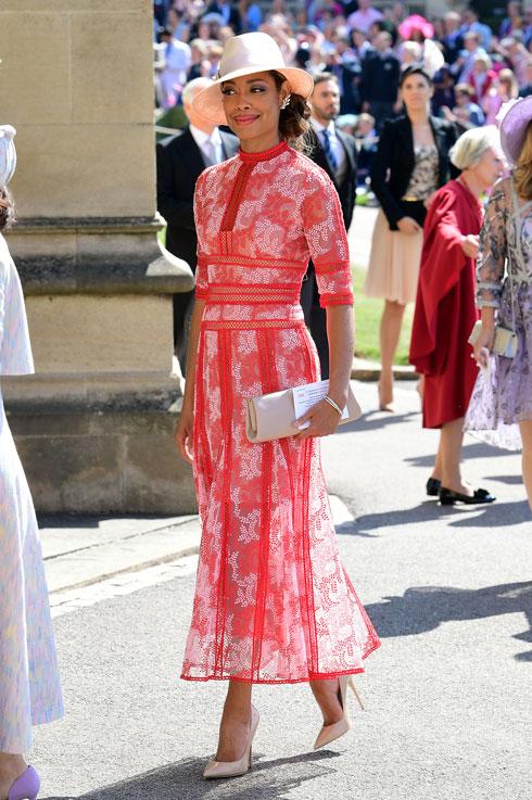 השחקנית ג'ינה טורס, ששיחקה עם מייגן מרקל בסדרת הטלוויזיה Suits, מגיעה לחתונה המלכותית (צילום: GettyimagesIL)
