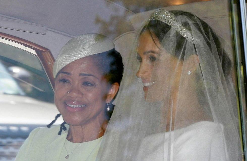 מייגן מרקל יוצאת מ טאפלו בריטניה ל חתונה עם הנסיך הארי וינדזור (צילום: AP)
