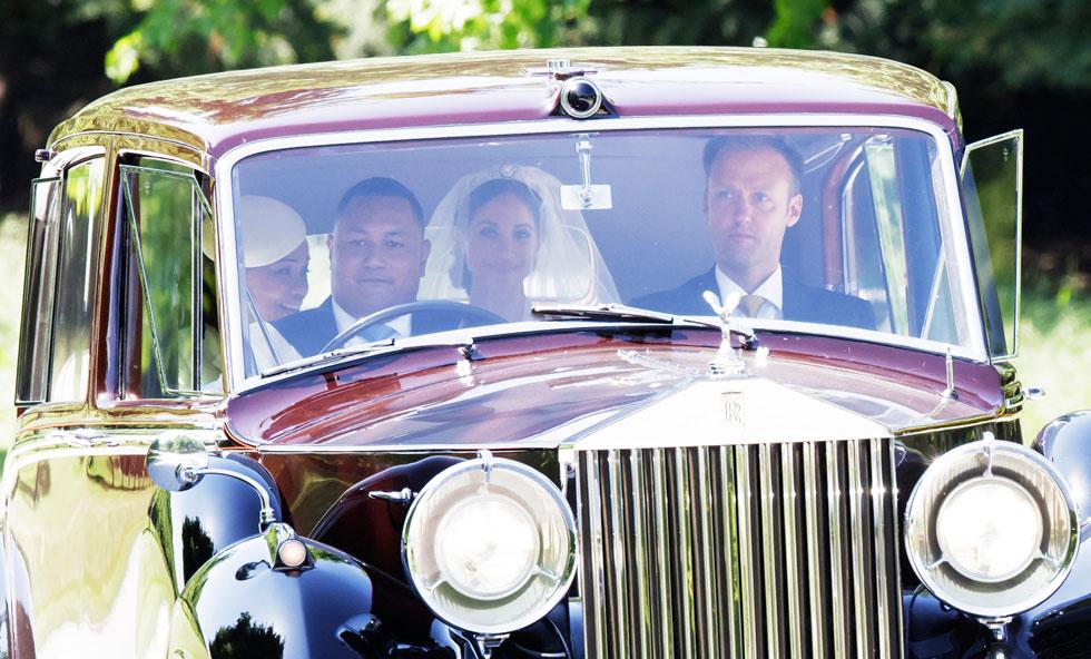 התרגשות ברמות של כלה: מייגן מרקל מגיעה לחתונתה (צילום: AP)
