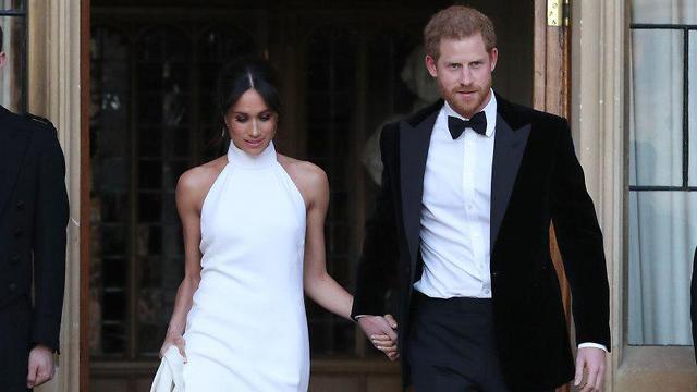 Скромно, но с обнаженными плечами. Фото: AFP