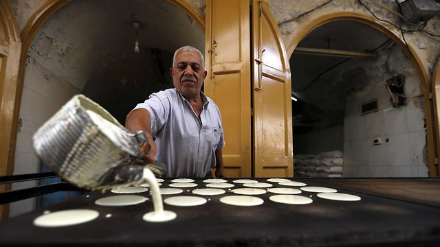 Preparations for Ramadan in Hebron  (Photo: EPA)