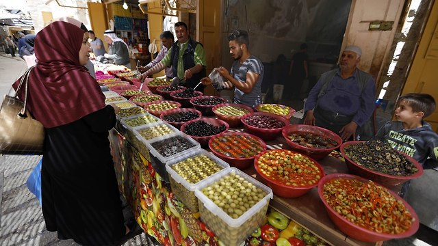 A relative calm in Hebron during the Ramadan holiday  (Photo: EPA)