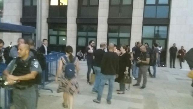 כוננות לקראת הפגנת התמיכה בתושבי עזה מחוץ לבית משפט השלום בחיפה (צילום: זהר שחר)