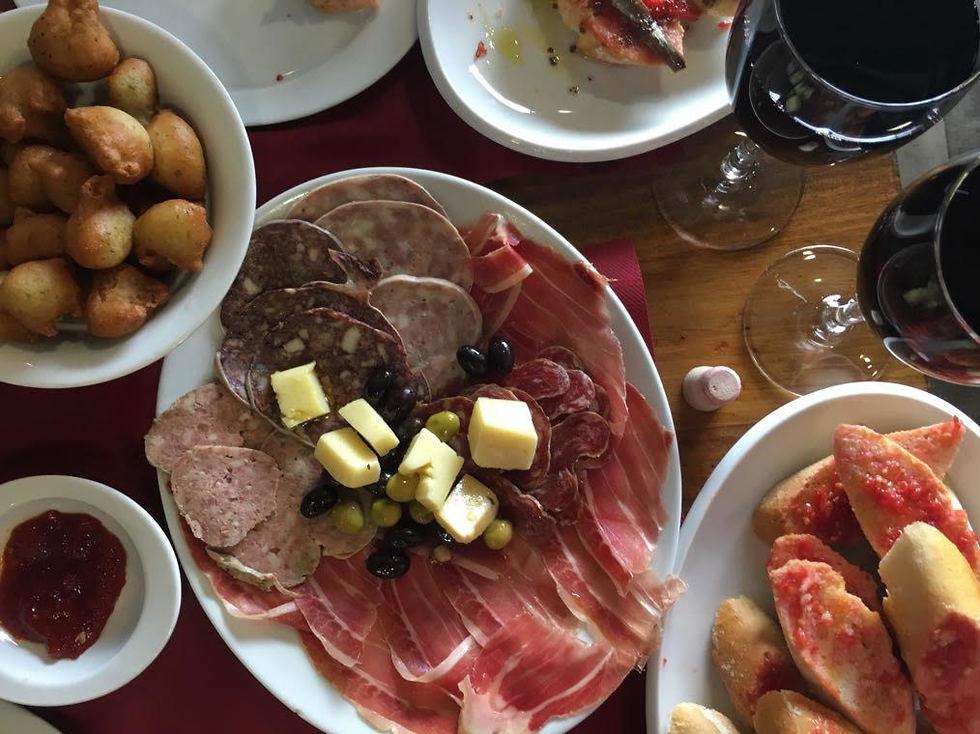 יין ואוכל באזור קוסטה ברווה (צילום: יח