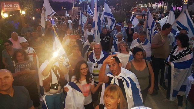 הפגנה בעד דו קיום בחיפה ונגד העימותים בעזה (צילום: גיל נחושתן)
