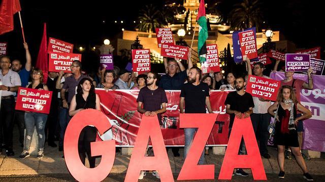 הפגנת פעילי שמאל בעד עצורי עזה (צילום: גיל נחושתן)