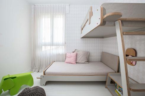 מיטת קומתיים בחדר הילדות (צילום: הילה עידו)