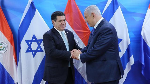 Paraguay's former President Cartes with Prime Minister Netanyahu (Photo: Alex Kolomoisky)