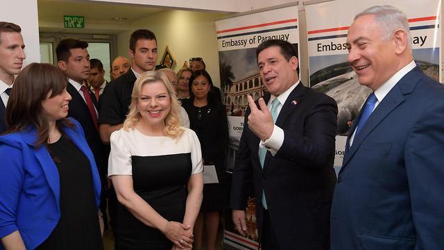 Benjamin and Sara Netanyahu meet with Cartes (Photo: Amos Ben Gershom/GPO)