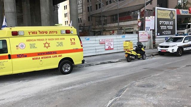פועל בניין נפל מגובה נהרג רחוב דרך מנחם בגין תל אביב (צילום: תיעוד מבצעי מד