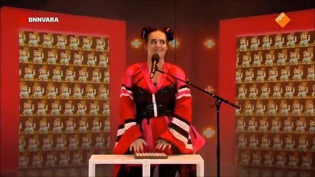 Кадр из передачи с пародией на песню Toy