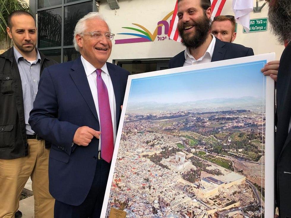 Amb. David Friedman holding a photoshopped picture of Temple Mount (Photo: Yisrael Cohen/Kikar HaShabbat)